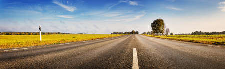 Photo pour Asphalt road panorama in countryside on sunny autumn day. Road with dividing lines. - image libre de droit