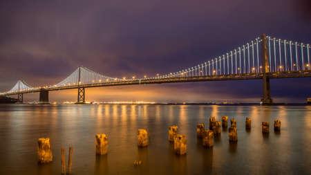 Photo pour Panoramic view of San Francisco Bay bridge at night in California, United States - image libre de droit