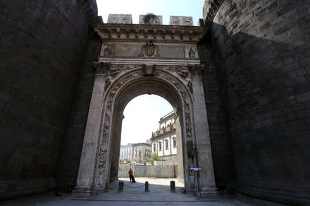 Foto per Naples, Italy - 18 September 2019: Porta Capuana, the ancient access to the city - Immagine Royalty Free