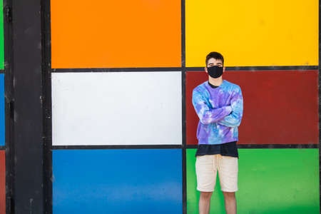 Photo pour male teenager with face mask on the street - image libre de droit