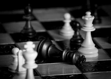 Photo pour Chess photographed on a chessboard - image libre de droit