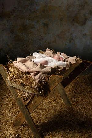 Foto de Baby Jesus in the manger with a dark background - Imagen libre de derechos