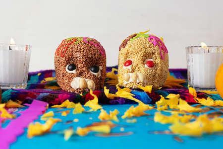Photo pour Traditional mexican day of the dead altar - image libre de droit