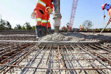 Photo pour Workers pouring cement in road construction on Brazil - image libre de droit