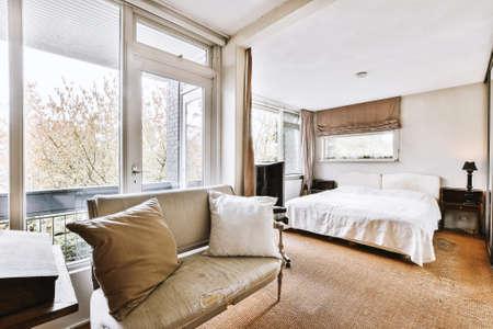 Photo pour Luxury bedroom of house in beautiful design - image libre de droit