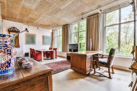 Photo pour Interior of a spacious room in a luxury house - image libre de droit
