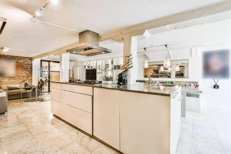 Photo pour Interior of a beautiful kitchen in cozy apartment - image libre de droit