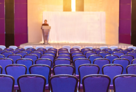 Photo pour speaker prepares to lecture but people not interested in listening to lectures. - image libre de droit