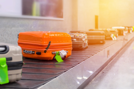 Photo pour Suitcase or luggage with conveyor belt in the airport. - image libre de droit