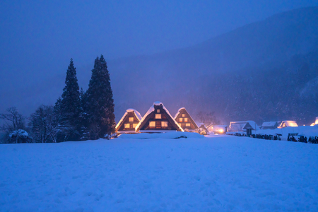 Photo pour Snow falling on light Up Festival in winter at shirakawago Gifu Chubu Japan. - image libre de droit