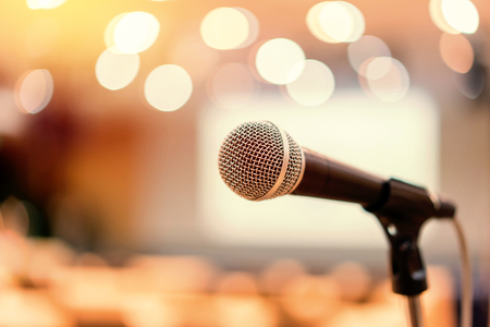 Photo pour Microphone in meeting room for a conference - image libre de droit