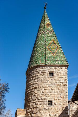 Foto de Torre Verde (Green tower), medieval watchtower in Trento downtown, with green majolica roof tiles and ashlar stone wall. Trentino-Alto Adige, Italy, Europe - Imagen libre de derechos