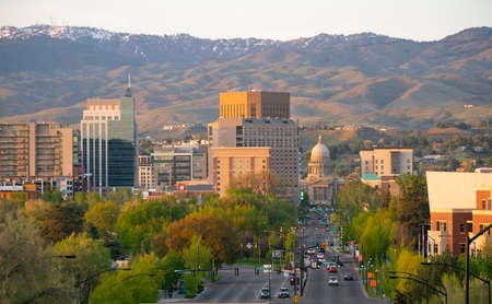 Foto per Downtown city center of Boise Idaho framed by Schafer Butte - Immagine Royalty Free