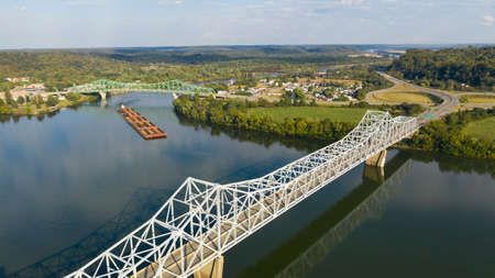 Photo pour A river Tugboat pushes barge contents down the Ohio River south of Henderson West Virginia - image libre de droit