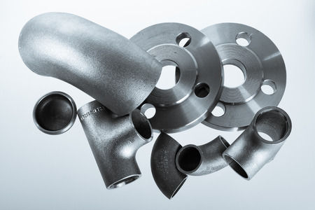 Photo pour Steel welding fittings on group. Flanges, elbow, tees and plu on white space. - image libre de droit