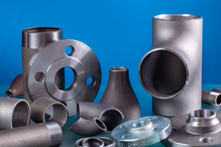 Photo pour Set of steel welding fittings like tees, elbows, flanges, reducers, sockets, nipples, cups and others. - image libre de droit