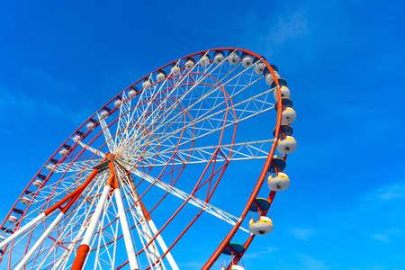 Photo pour Ferris Wheel against Blue Sky in Black Sea - image libre de droit