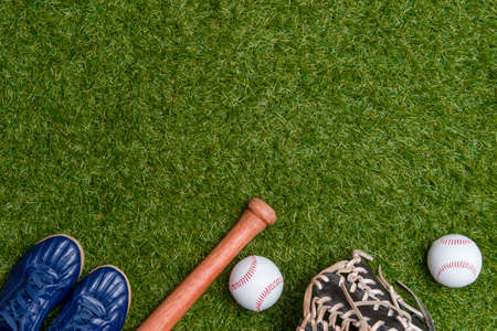 Photo pour Baseball bat,shoes, glove and ball on green grass field.  Sport theme background with copy space for text and advertisment - image libre de droit