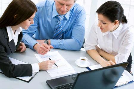 Photo pour Business people at the office with a laptop - image libre de droit