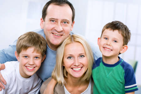 Photo pour Happy family smiling looking at camera - image libre de droit