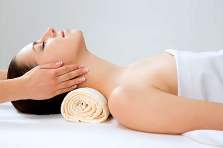 Photo pour Masseur doing massage on woman face in the spa salon. Beauty treatment concept. - image libre de droit
