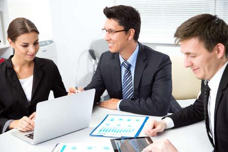 Photo pour Businessman tells his colleagues about a new business project - image libre de droit