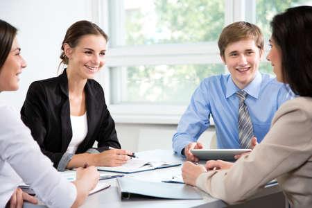 Foto de Businesspeople discuss a new project in the office - Imagen libre de derechos