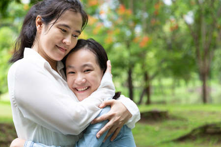 Photo pour Happy beautiful asian adult woman and cute child girl with hugging and smiling in summer,love of mother with her little daughter in outdoor park in nature,mother's day, family, love concept - image libre de droit