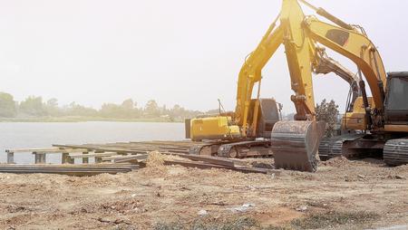 Photo pour Dig car machine in jobsite - image libre de droit