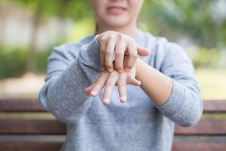 Photo pour Woman scratching her skin - image libre de droit