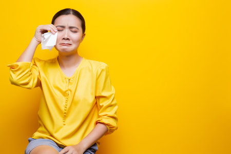 Photo pour Sad woman crying and wipe her tears by tissue paper - image libre de droit