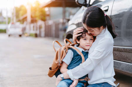 Foto de Mother soothe a son crying and sending to school, Parent and pupil going to kindergarten of preschool first day back to school concept. - Imagen libre de derechos