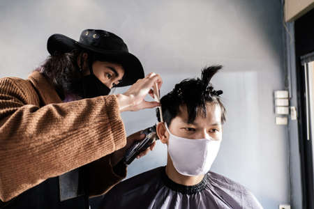 Foto für Asia Barber Shop Hair cut queueing customer's wearing face mask prevention business reopening after covonarirus lockdown, Men's hairstyling and new normal lifestyle concept. - Lizenzfreies Bild