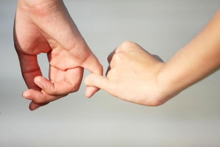 Photo pour A couple make a hand on hand with love - image libre de droit