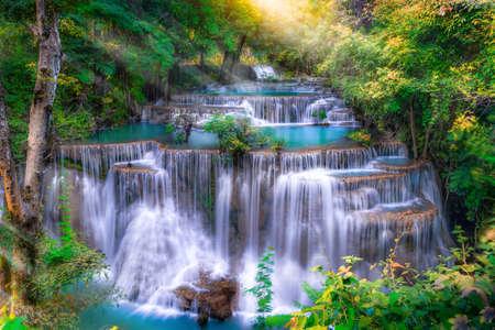 Photo pour Huai Mae Kamin waterfall(Fourth level) Srinakarin Dam in Kanchanaburi, Thailand - image libre de droit