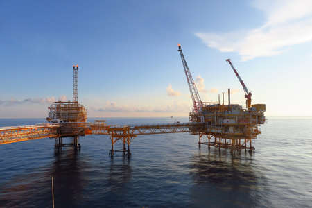 Photo pour Offshore construction platform for production oil and gas, Oil and gas industry and hard work,Production platform and operation process by manual and auto function, oil and rig industry and operation. - image libre de droit
