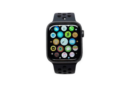 Photo pour BANGKOK, THAILAND-NOVEMBER 11: View of Apple Watch 4 Nike Edition which just Launched this Month on November 11, 2018 - image libre de droit