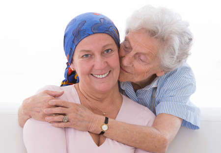 Photo pour Loving mother the Supporting her daughter through her cancer treatment - image libre de droit