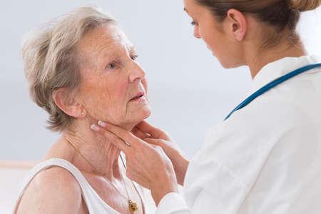 Photo pour Female doctor feeling female patient - image libre de droit