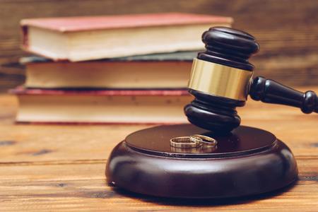 Photo pour Wooden judge gavel and golden rings,  divorce concept - image libre de droit