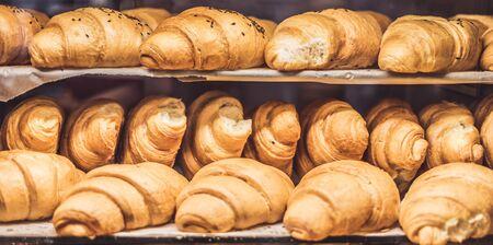 Foto für Croissants on a showcase in a bakery shop - Lizenzfreies Bild