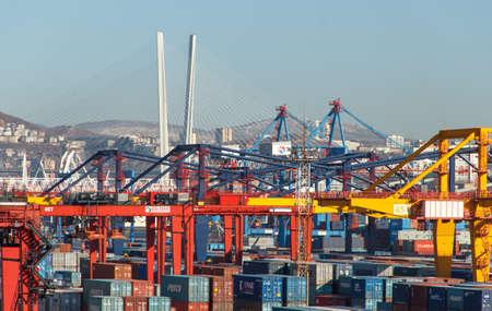Photo pour Vladivostok, Russia - January, 02, 2020: Container terminal of Vladivostok Commercial Sea Port. - image libre de droit