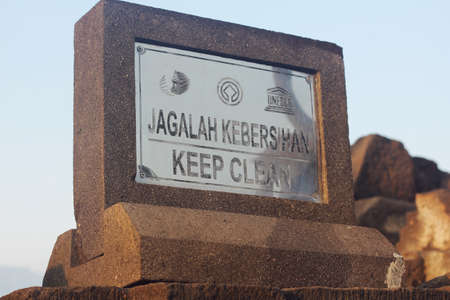 sign board of keep clear in Bahasa Indonesia