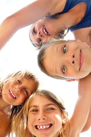 Foto de happy smiling kids playing at the beach - Imagen libre de derechos