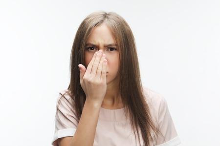 Photo pour The stench. Closes the womans nose - image libre de droit