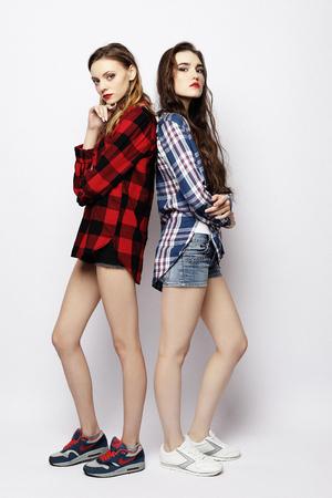 Photo pour lifestyle, fashion and people concept - two stylish sexy girls best friends - image libre de droit