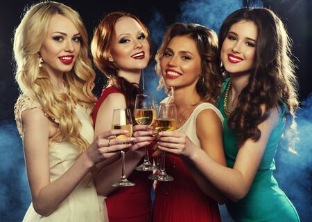 Photo pour lifestyle, friendship, party and people concept - glamour women in luxury glitter sequins dress drinking champagne and having fun - image libre de droit