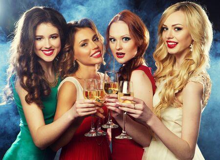 Photo pour party girls clinking flutes with sparkling wine - image libre de droit