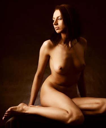 Photo pour beautiful nude girl over black background - image libre de droit