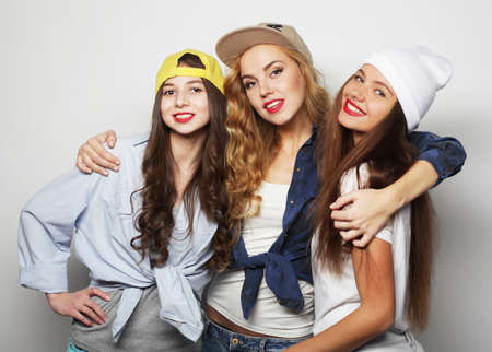Foto de Three young girl friends standing together and having fun. - Imagen libre de derechos